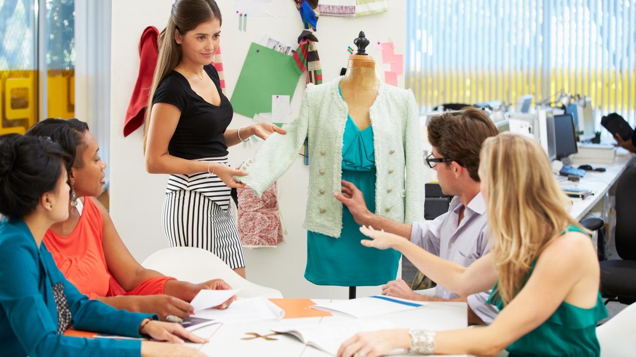 demo-attachment-155-meeting-in-fashion-design-studio-P4BG6M7